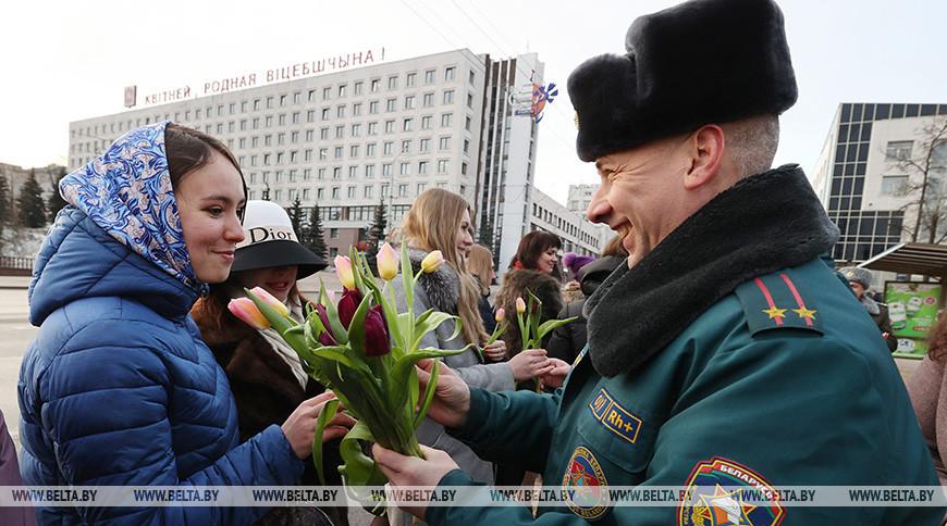 Силовики Витебщины поздравили женщин с наступающим праздником