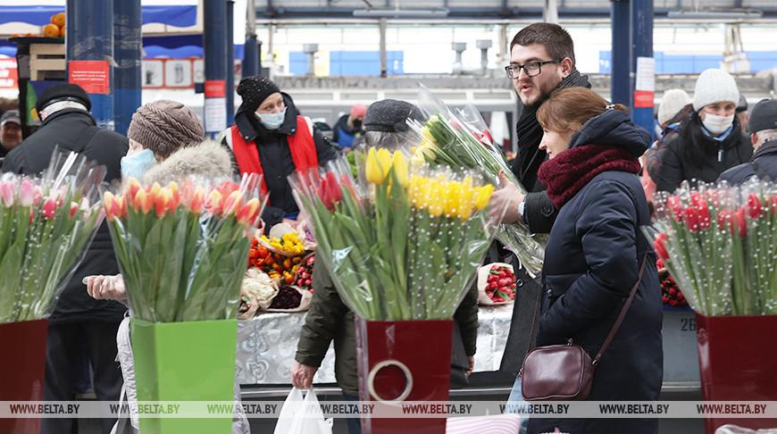 Большой цветочный базар открылся на Комаровском рынке