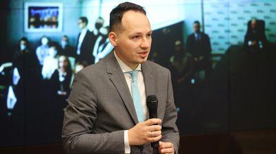 Головченко представил коллективу Банка развития нового руководителя