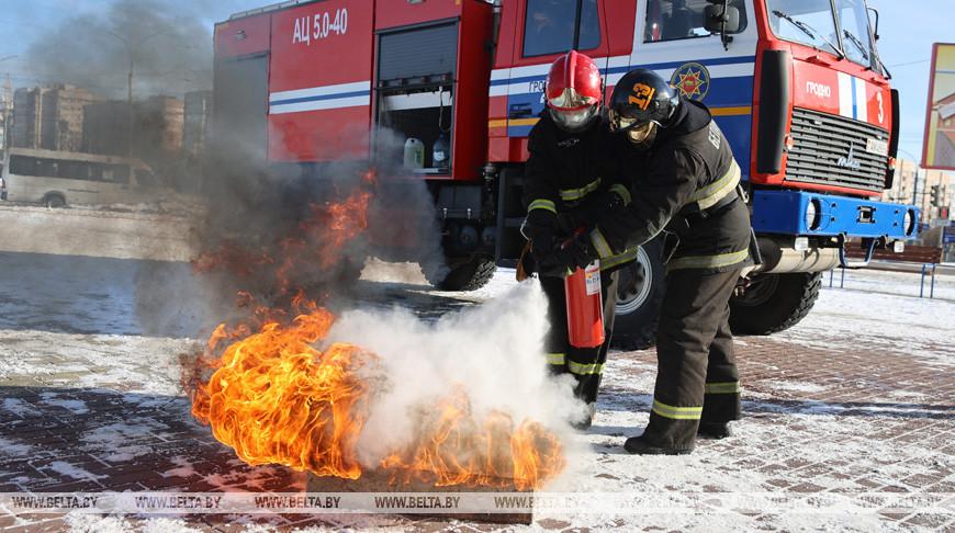 Гродненские спасатели провели учебную эвакуацию из высотного здания общежития