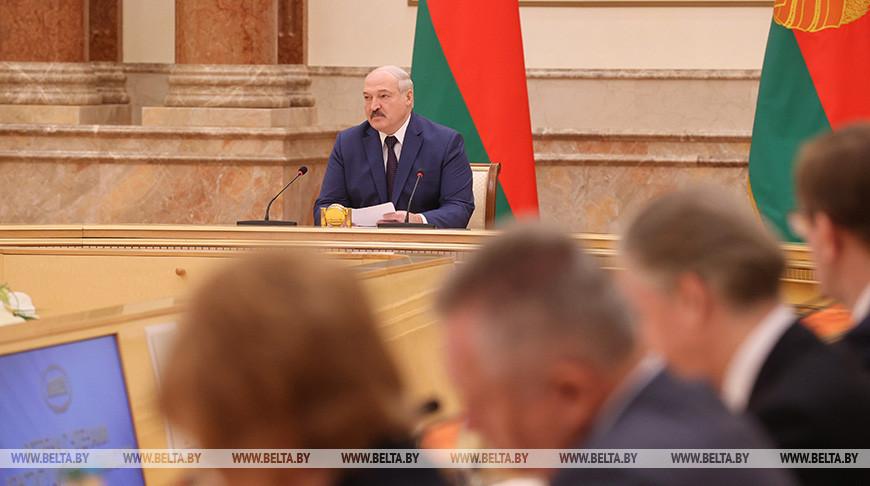 Лукашенко встретился с членами Конституционной комиссии