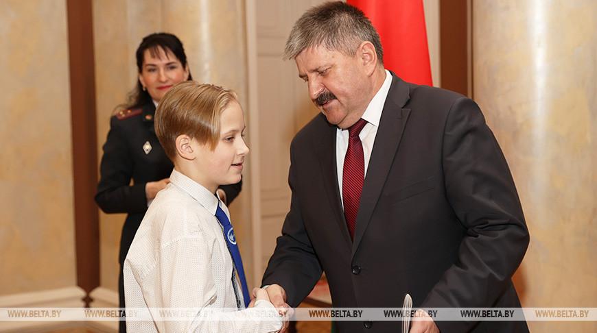 Соловей вручил паспорта юным жителям региона