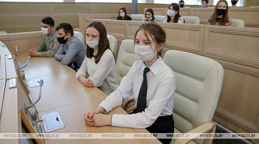 Исаченко встретился со школьниками из Борисова