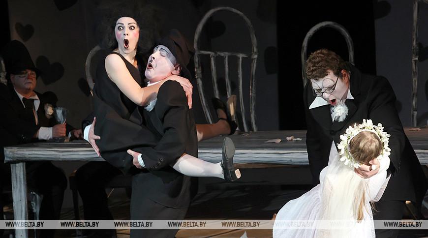 """Постановку """"Мещанская свадьба"""" показали на театральной неделе """"M@rt.контакт.by"""" в Могилеве"""