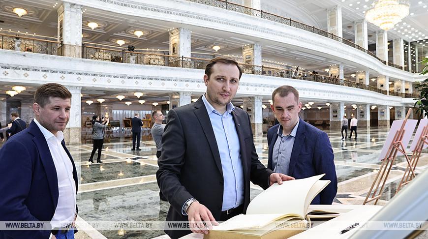 Экскурсия для слушателей Академии управления прошла во Дворце Независимости
