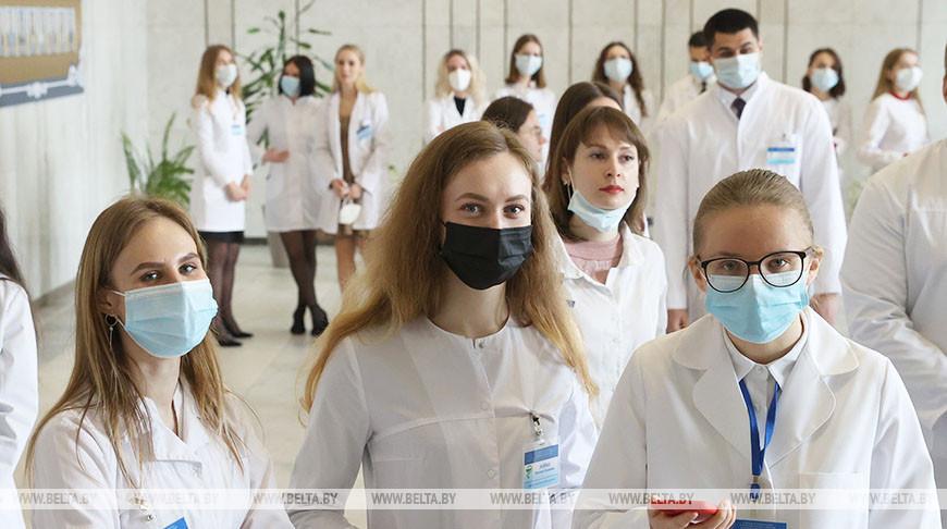 Около 580 выпускников Гомельского медуниверситета получили распределение