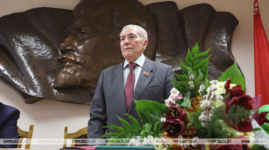 Председатель Совета Коммунистической партии Алексей Камай празднует 85-летие
