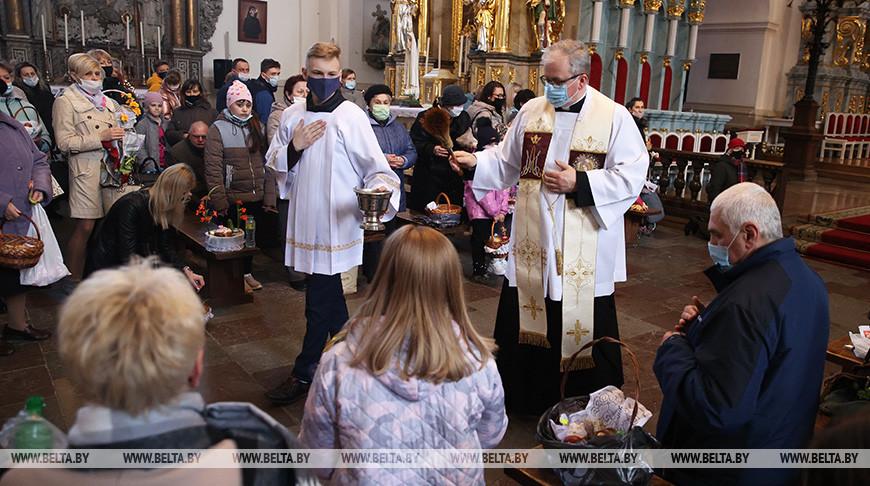 Католики отмечают Великую субботу