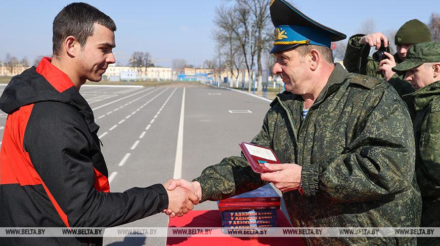Военнослужащих запаса наградили за участие в тактическом учении