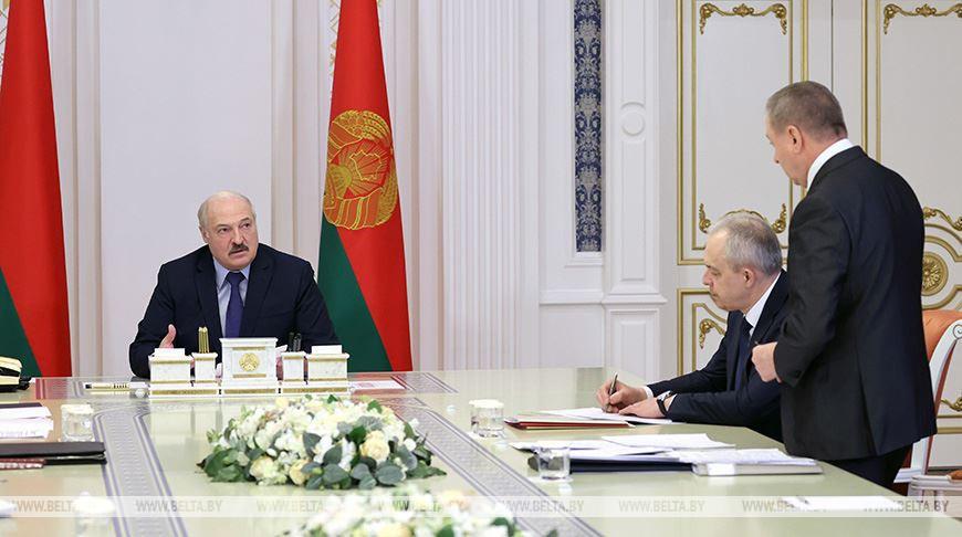 Лукашенко провел совещание по оптимизации сети загранучреждений