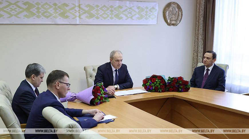 Нового министра информации представили коллективу