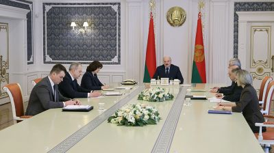 Лукашенко собрал совещание по вопросам деятельности в стране политических партий