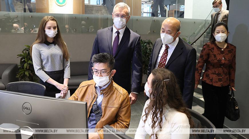 Посол Китая посетил Белорусскую универсальную товарную биржу
