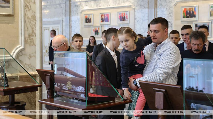 Дворец Независимости посетили курсанты и сотрудники Академии МВД
