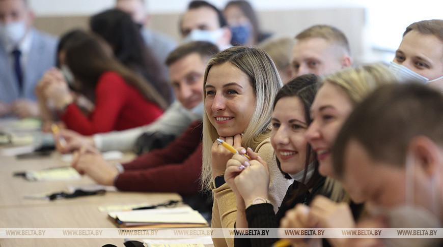 """Республиканский интенсив """"За нами будущее"""" для работающей молодежи проходит в Минске"""