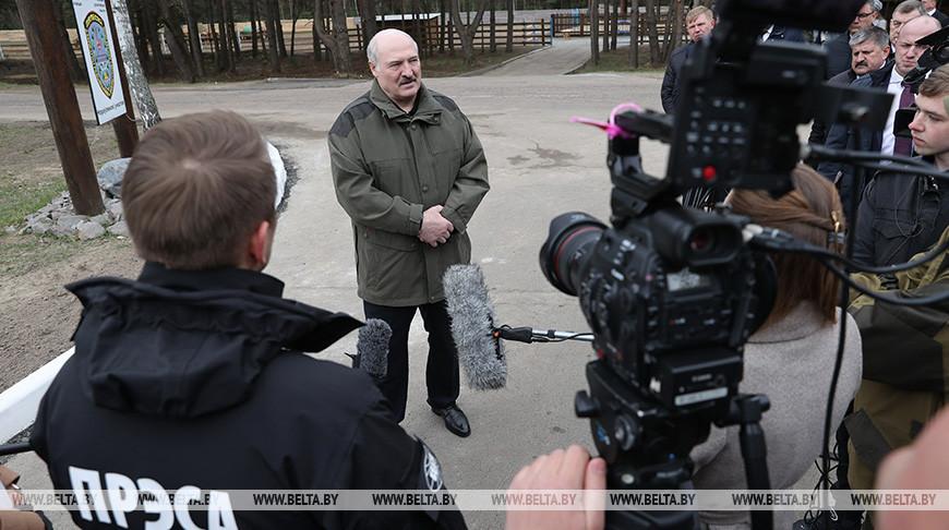 Лукашенко ответил на вопросы журналистов во время посещения Полесского радиационно-экологического заповедника