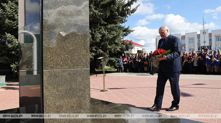 Лукашенко почтил память ликвидаторов аварии на ЧАЭС
