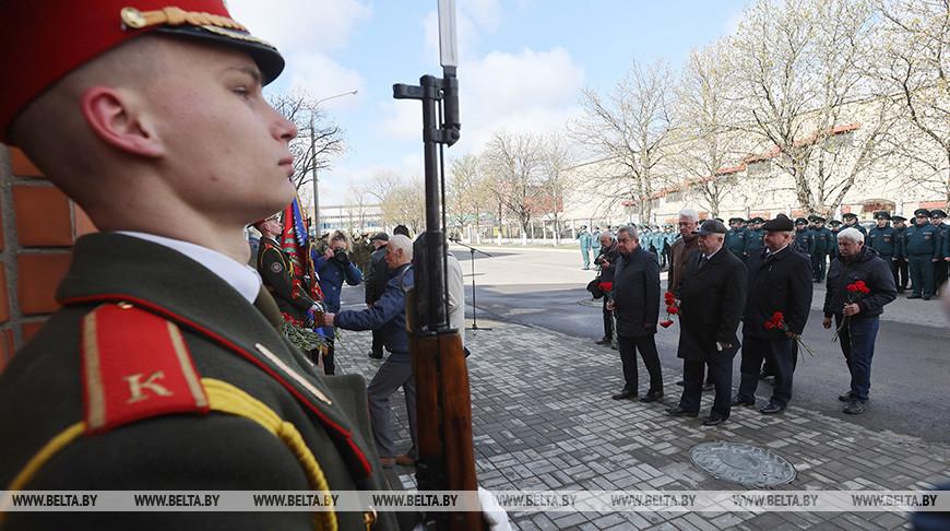 Цветы к мемориальной доске ликвидатору Василию Игнатенко возложили в Минске