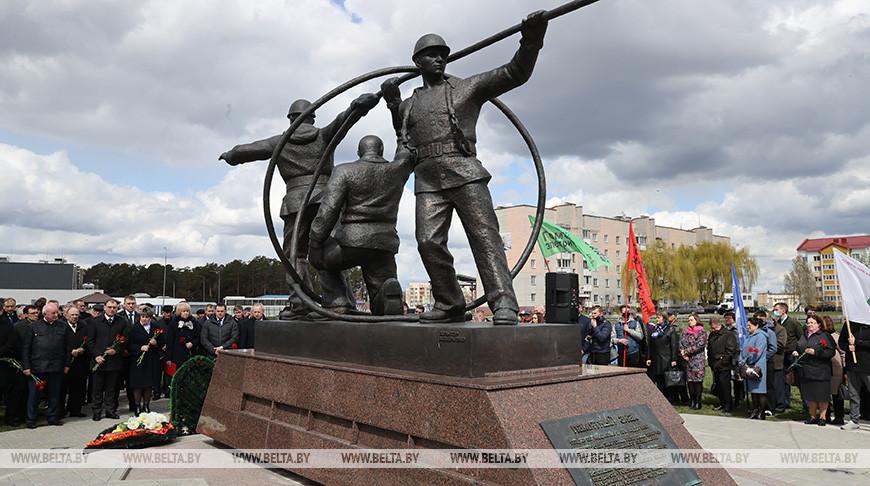 Митинг-реквием в честь энергетиков Советского Союза - ликвидаторов последствий аварии на Чернобыльской АЭС состоялся 26 апреля