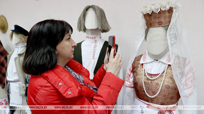 Две выставки открылись в Витебском методическом центре народного творчества
