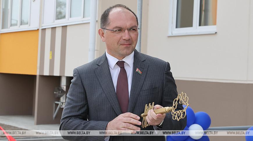 Ключи от двух арендных домов вручили работникам Петриковского рудоуправления