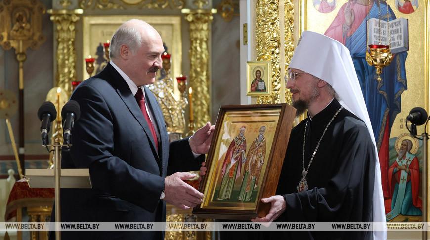 Лукашенко в Пасху посетил храм в Турове