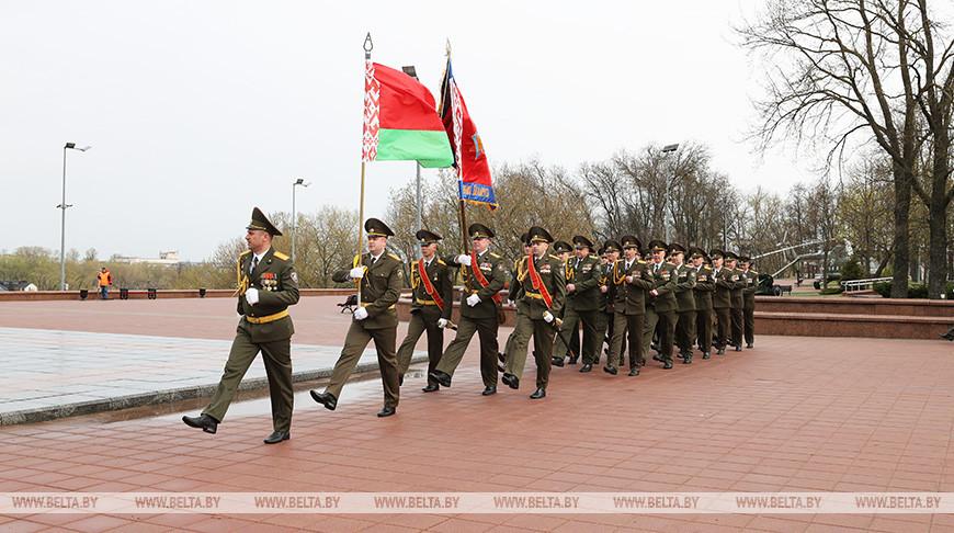 Онлайн-парад для ветеранов прошел на площади Победы в Витебске