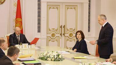 У Лукашенко вновь обсудили законодательство о госслужбе