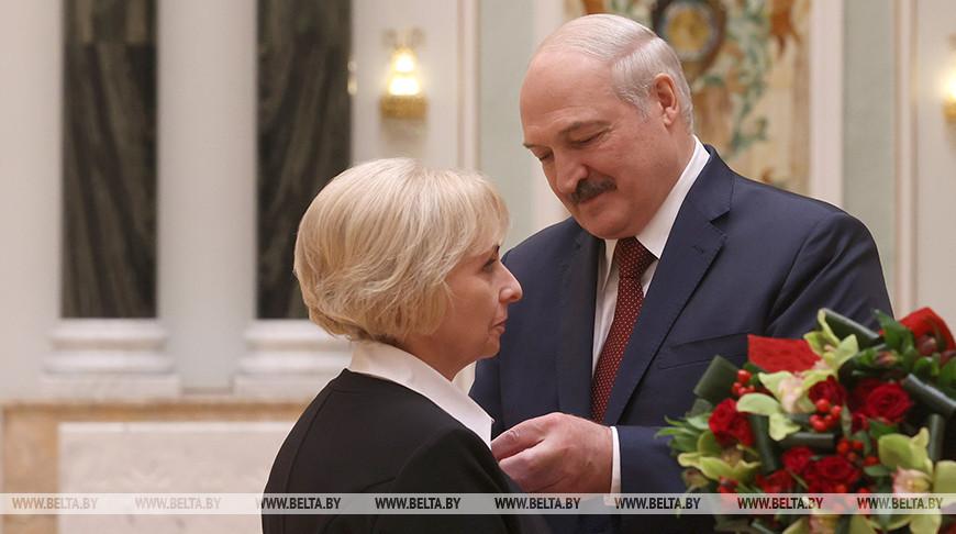 Лукашенко вручил госнаграды