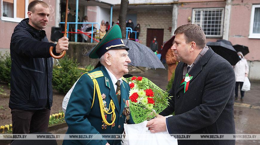 Участника Сталинградской битвы в Гродно чествовали с оркестром и парадом
