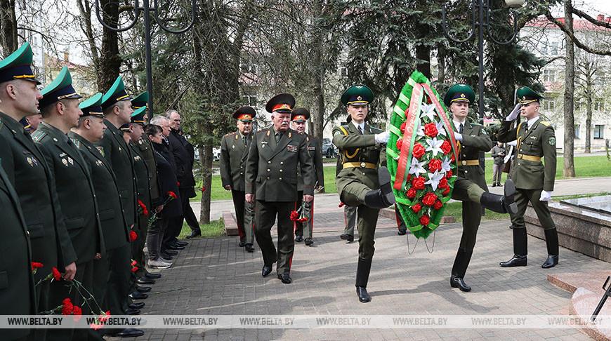 Председатель ГПК возложил венок к братской могиле на бульваре Толбухина