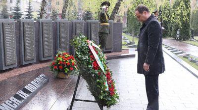 Головченко возложил венок к мемориалу на Военном кладбище