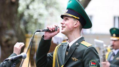 Брестские пограничники и таможенники поздравили ветеранов с Днем Победы