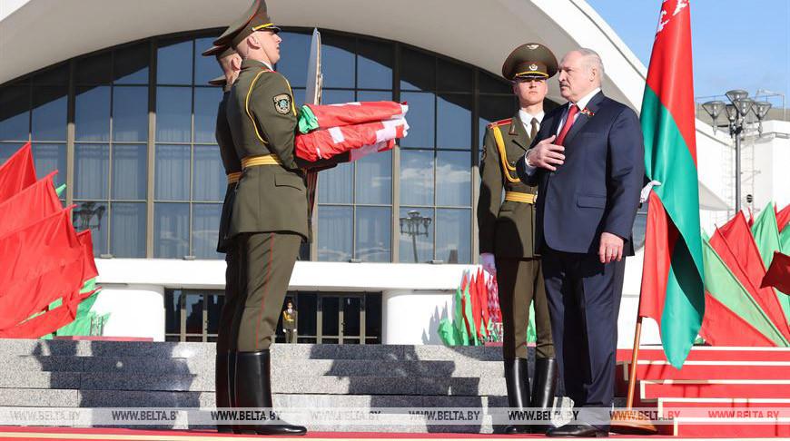 Торжественный ритуал чествования государственных флага и герба прошел в Минске с участием Лукашенко