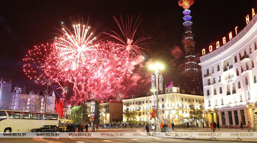 Фейерверком завершилось празднование Дня Победы в Минске