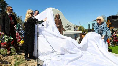 На Восточном кладбище в Минске открыли надмогильный памятник Олегу Молчану