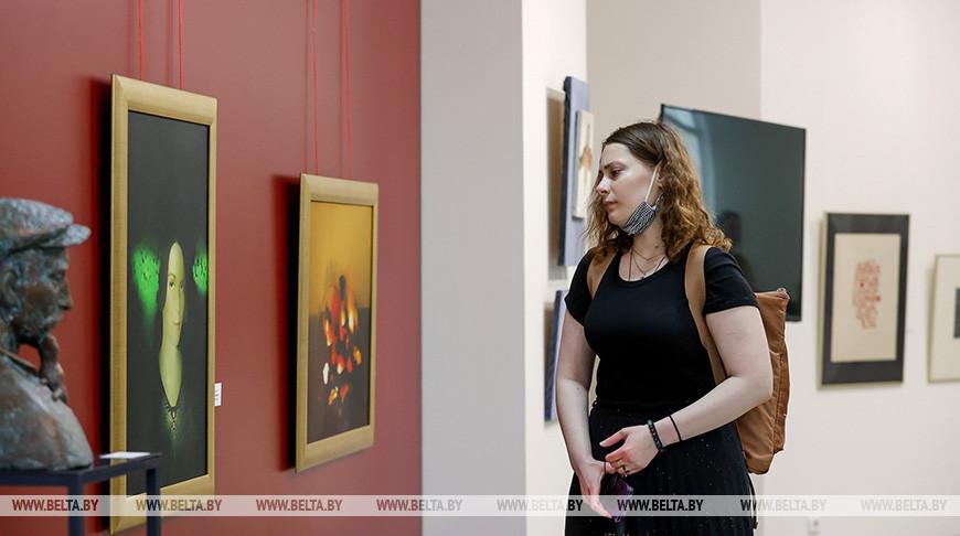 Выставочный проект к 75-летию Академии искусств открылся в Минске