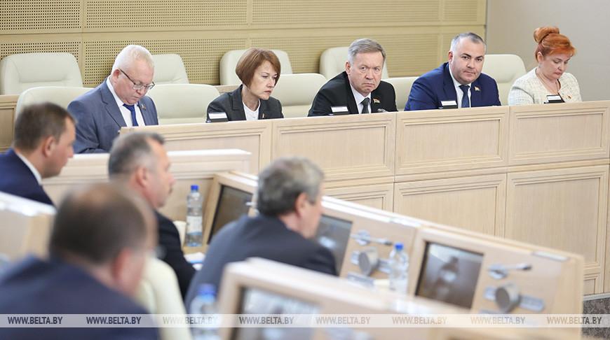 Сенаторы приняли обращение палат парламента к Президенту