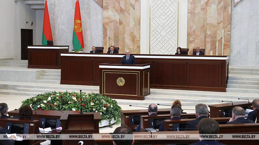 Встреча Лукашенко с парламентариями в Овальном зале Дома правительства