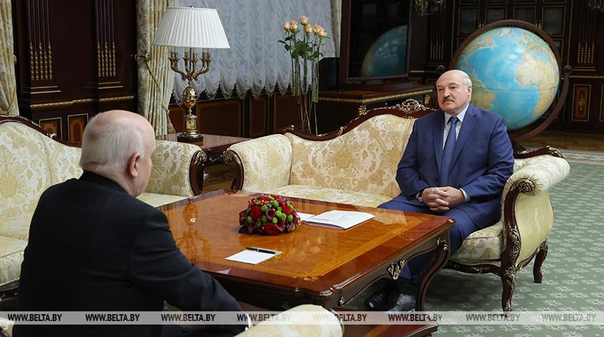 Лукашенко встретился с Лебедевым накануне правительственного саммита СНГ в Минске