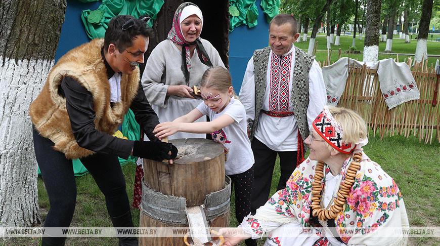 """Международный фестиваль """"Золотая пчелка"""" в Климовичах собрал более 400 участников"""