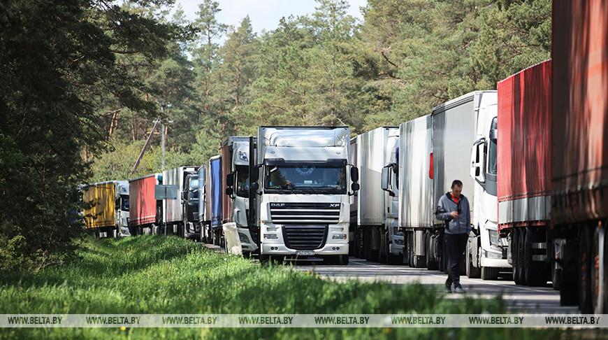 """В очереди перед пунктом пропуска """"Привалка"""" - более 230 грузовиков"""