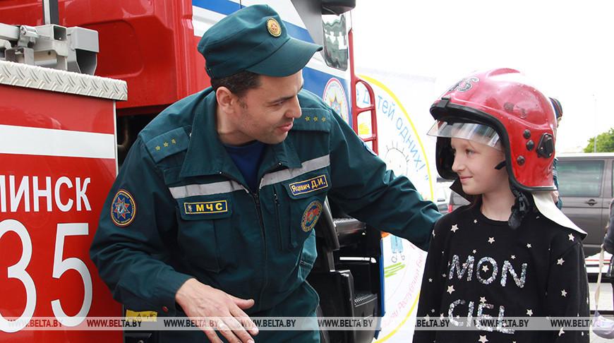 МЧС, ГАИ и Департамент охраны провели детский праздник в Московском районе столицы