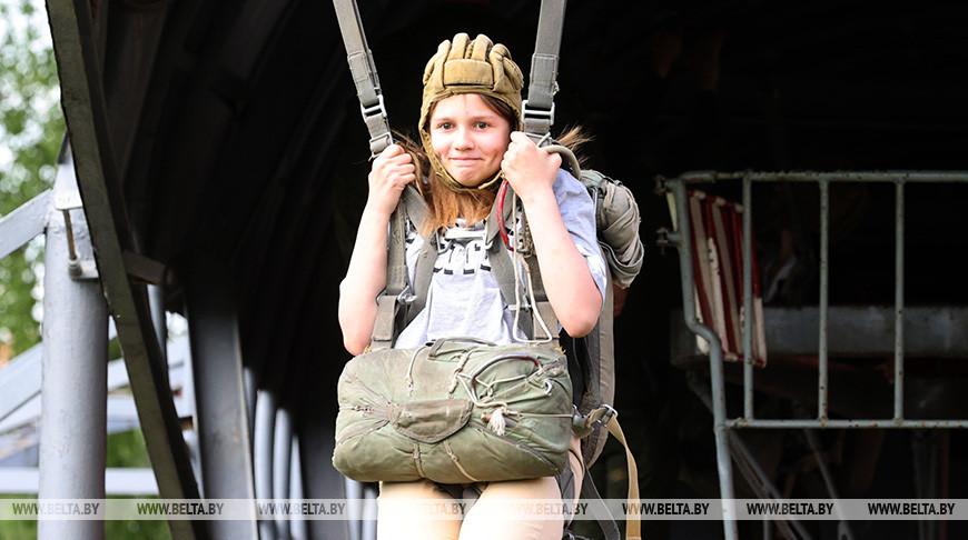 Витебские десантники поздравили детей с праздником