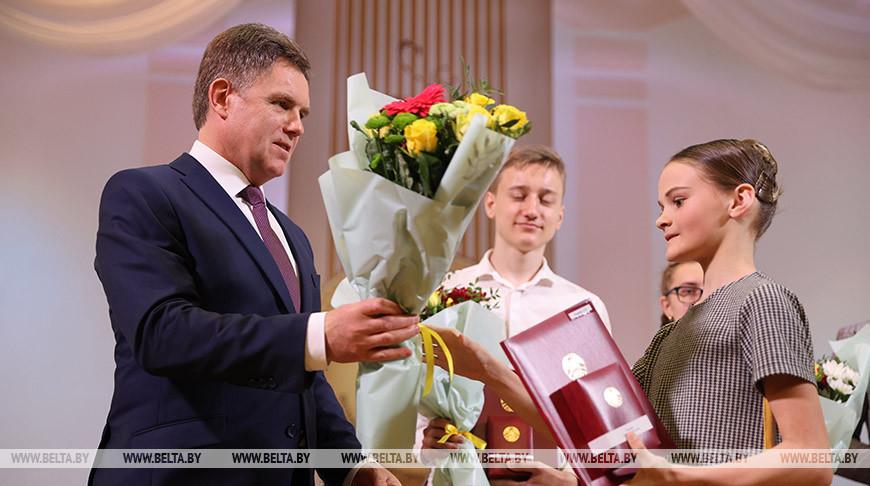 Петришенко встретился с одаренными учащимися и студентами