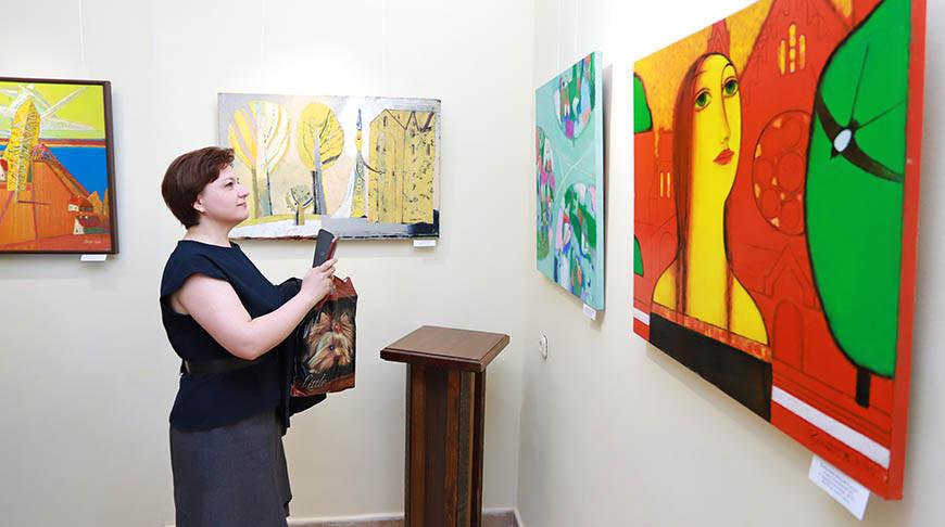 Выставку белорусских художников открыли в Иезуитском коллегиуме Орши