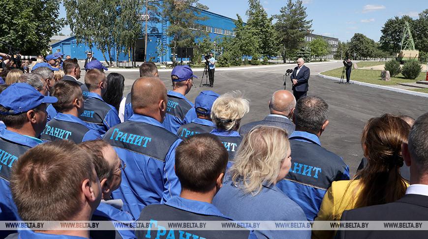 "Лукашенко пообщался с представителями ""Гранита"""