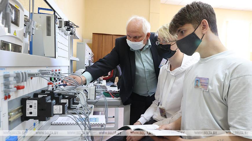 """Участники фестиваля """"Вытокі. Крок да Алімпу"""" посетили ресурсный центр машиностроительного профиля в Орше"""