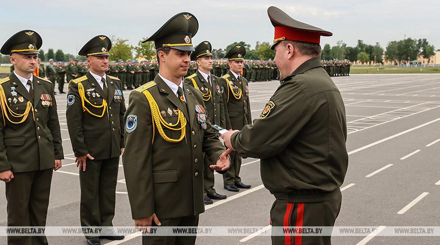 Хренин наградил лучших военнослужащих 38-й десантно-штурмовой бригады