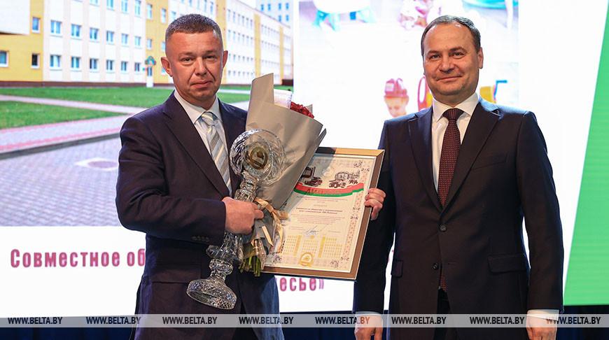 Головченко вручил премии правительства за достижения в области качества